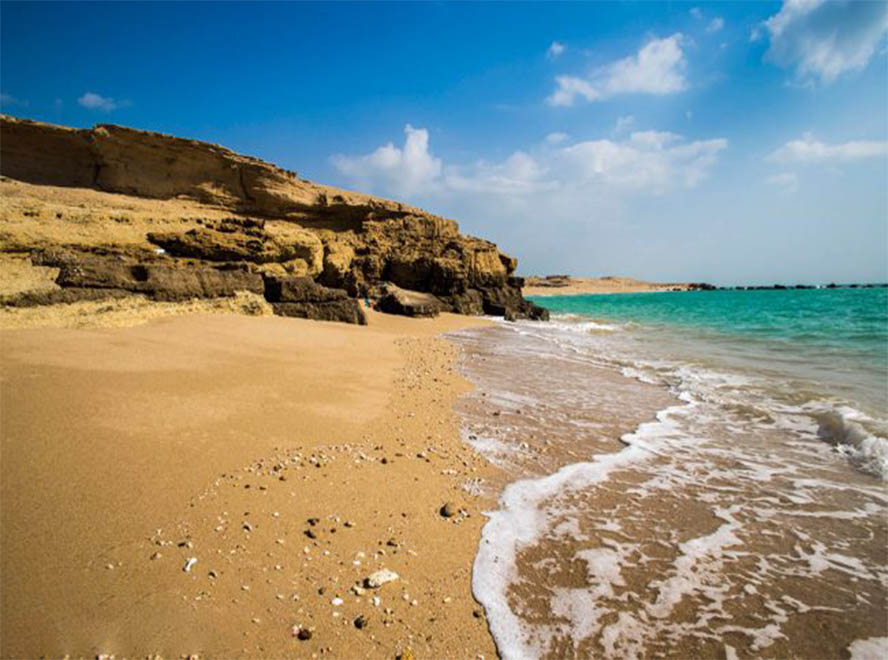 Iran beaches 2019: Hormuz Island Sorkh beach, Mohite Zist beach and Mafnaq beach